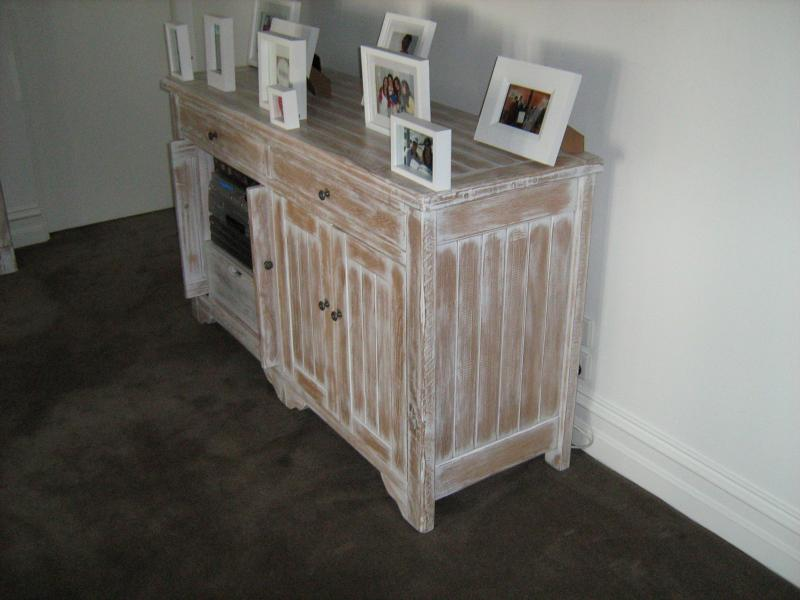 AMERICAN OAK LIME WASHED ENTERTAINMENT UNIT